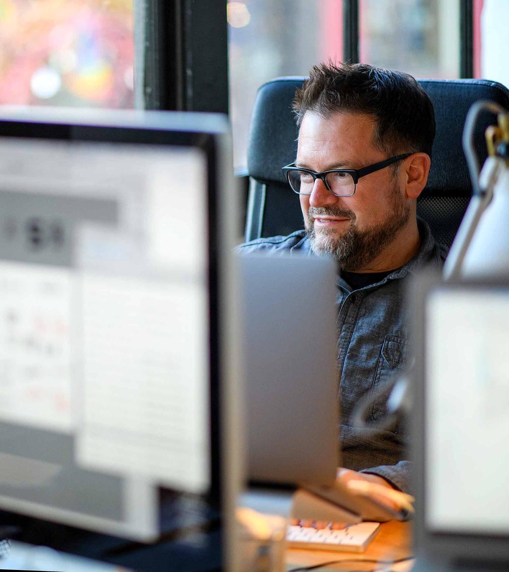 <p>graphic design studio</p>